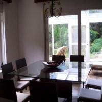 sala de jantar com jardim de inverno e parque com chafariz no fundo ID: 18403