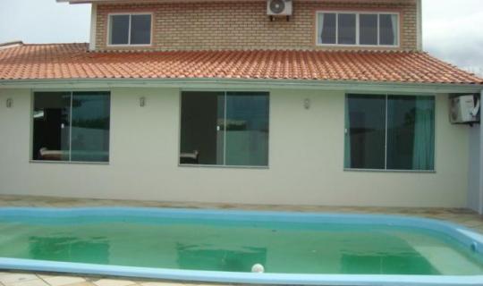 Linda Casa para locação capacidade para 15 pessoas com piscina ID: 79381