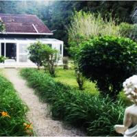 Vista lateral da casa com jardim de inverno ID: 18396